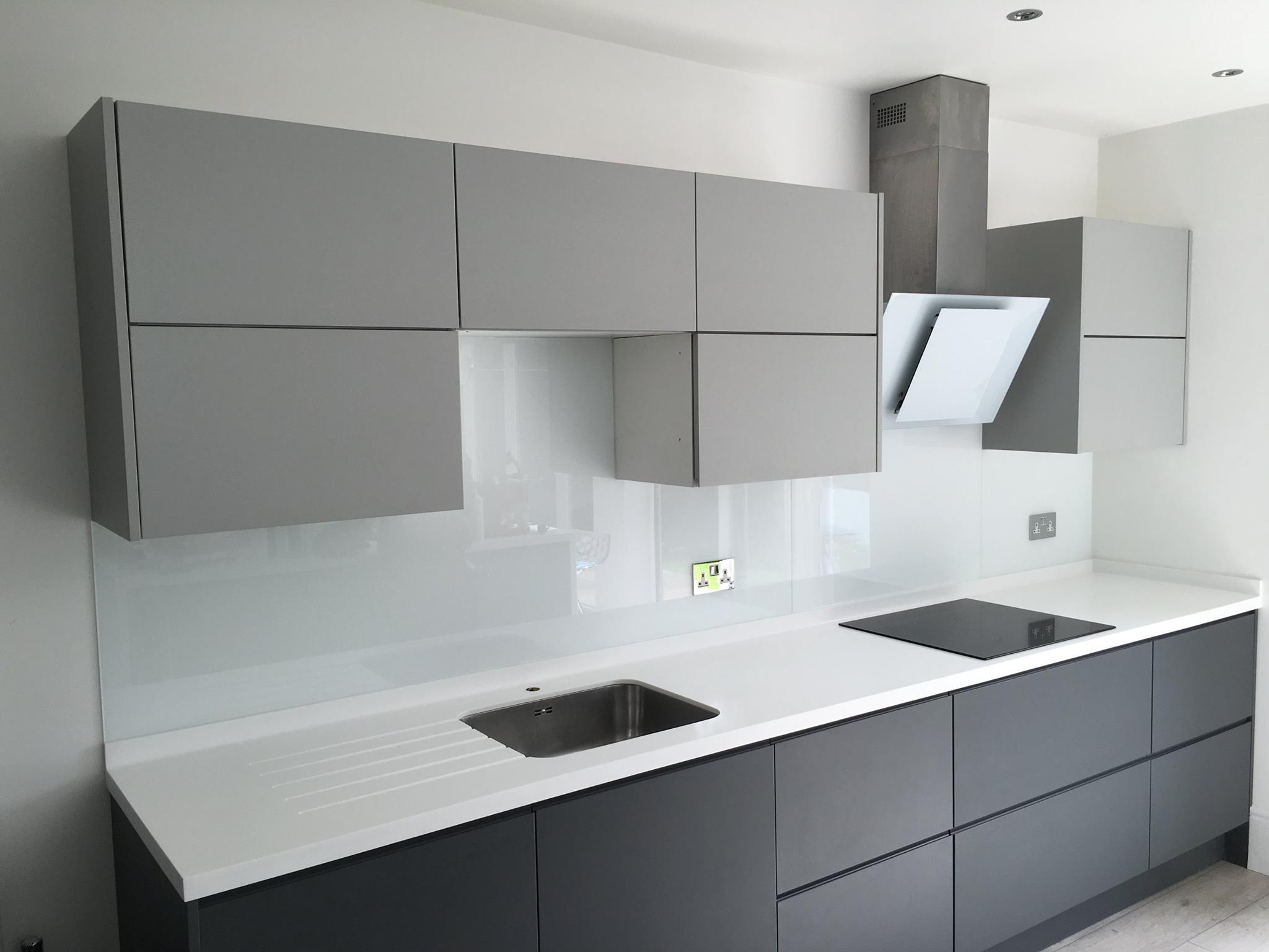 kitchen splashbacks made beautiful with glass. Black Bedroom Furniture Sets. Home Design Ideas